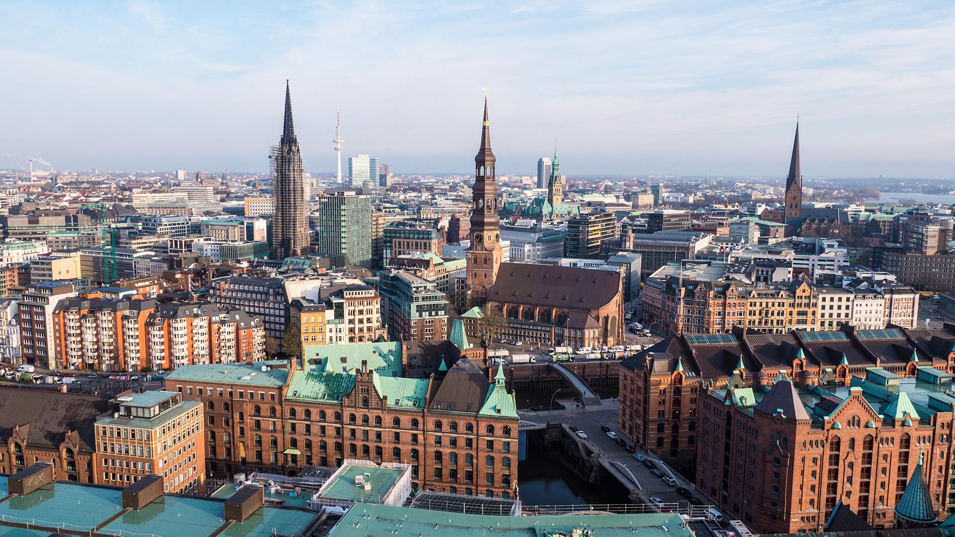 Blick aus der Hafencity auf Hamburgs Altstadt