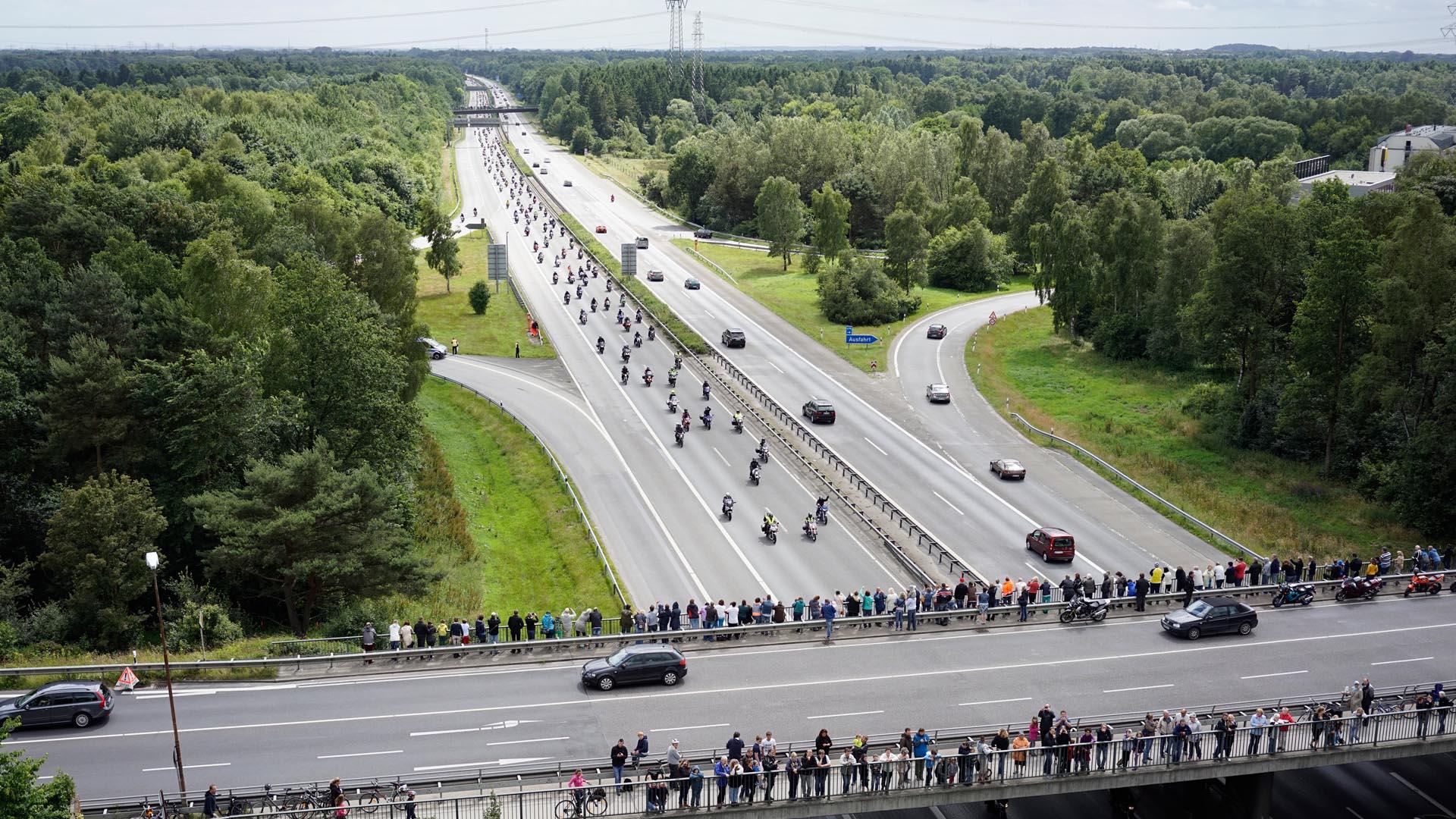 Konvoi nach dem Motorradgottesdienst in Hamburg 2014